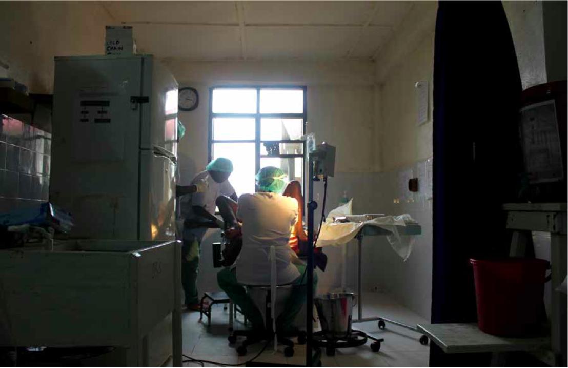 Foto fra en operasjonssal på et sykehus i Sierra Leone